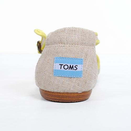 「TOMS」のマークがバックスタイルもキュートにしてくれる♪