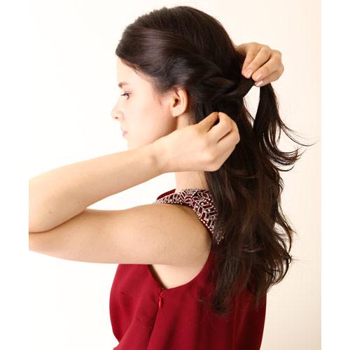 1. 前髪も合わせて、左右ねじり編みをする
