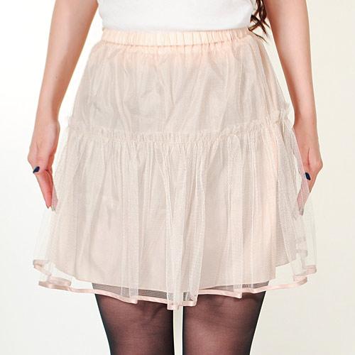 スカートのボリュームを演出するペチコート付き