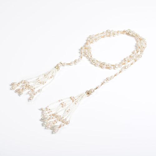 留め具のない、紐状タイプのネックレス