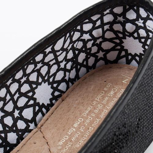 裏地の星柄も可愛いので、靴を脱いでもオシャレなルックスがポイントです♪
