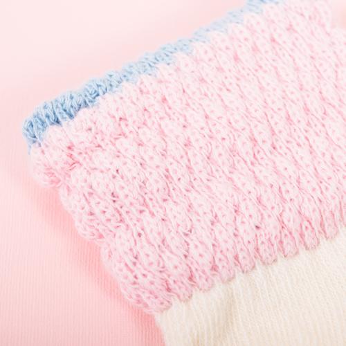 特殊な編み方により足首の締めつけを和らげ、赤ちゃんのストレスを軽減します◎
