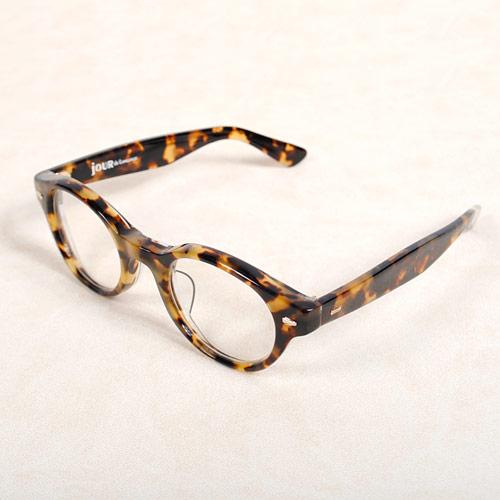 日本有数の眼鏡の産地である、福井県鯖江市の熟練された職人によって作られたこだわりのサングラス
